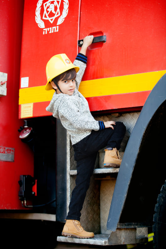 Roel – Fireman - Victoria Manashirov - Photoartist, Photography studio, Artistic photography