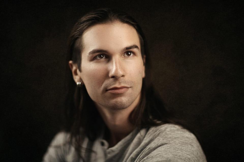 רומן - ויקטוריה מנשירוב - סטודיו לצילום