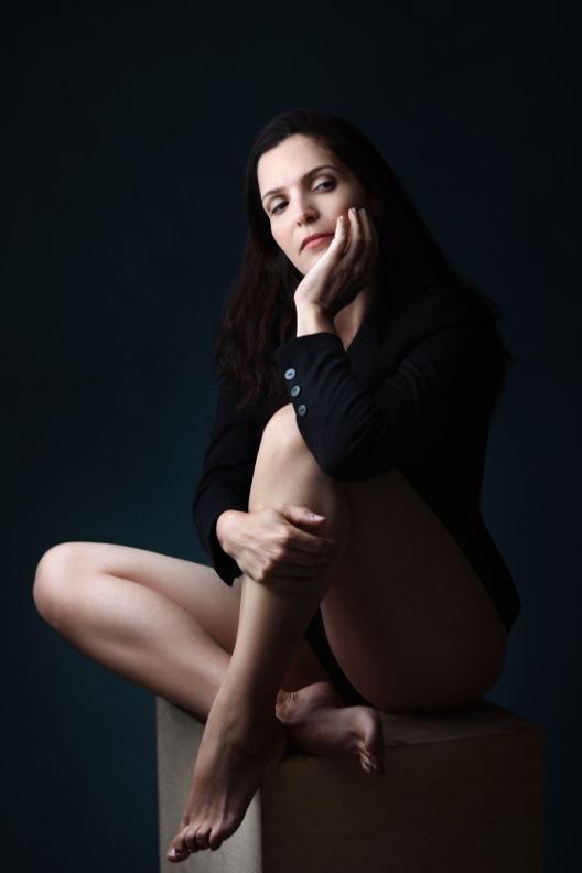 נירה - ויקטוריה מנשירוב - סטודיו לצילום