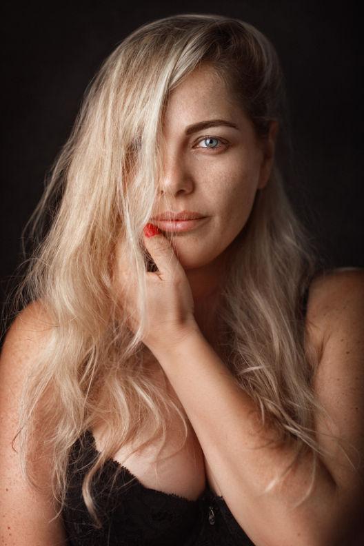 אילנה - ויקטוריה מנשירוב - סטודיו לצילום